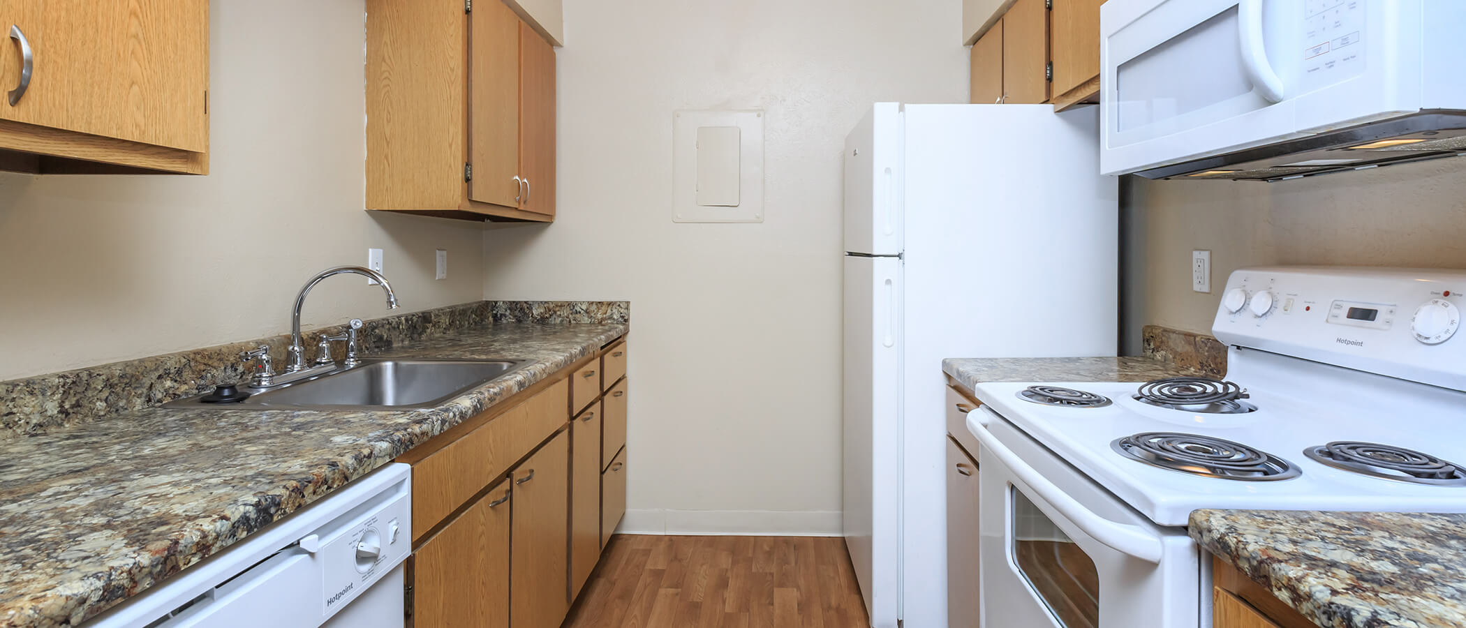 Knollwood Apartments slideshow image 3